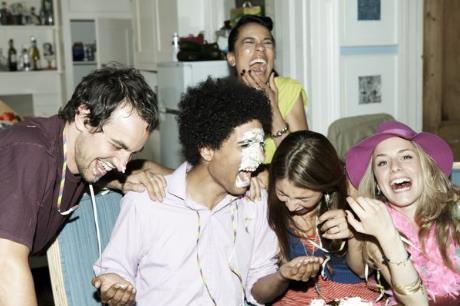 Cómo preparar bromas para tu fiesta de cumpleaños