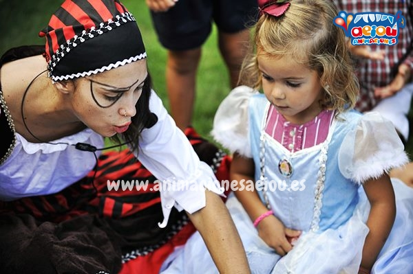 Alquilar personajes y muñecos para fiestas infantiles en Madrid